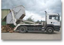 LKW der Finkel GmbH beladen mit einem Container